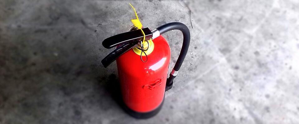 Ochrona przeciwpożarowa BHP – gaśnice i akcesoria gaśnicze