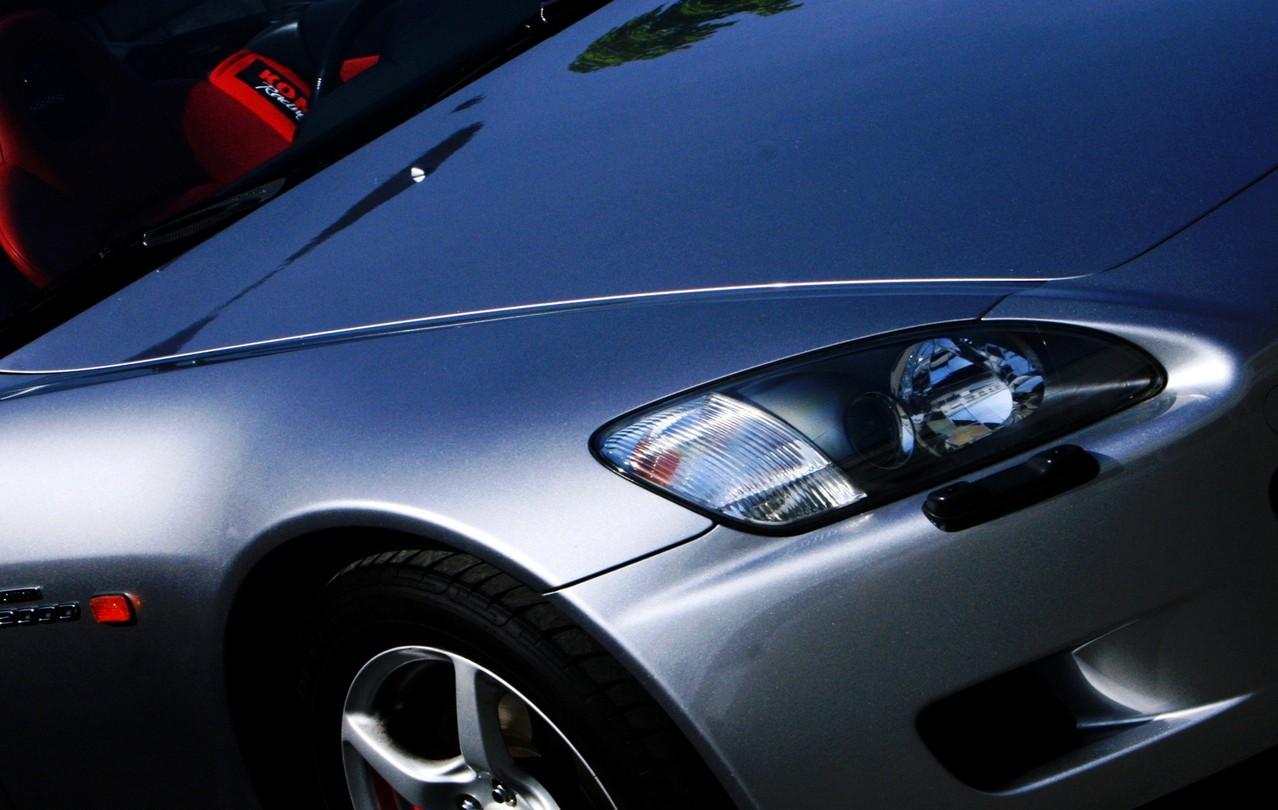 Szpachlowanie natryskowe samochodu – jak wykonać je poprawnie?